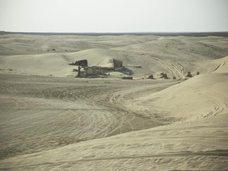 Download Free Stock HD Photo of Tunisian Desert horizon Online