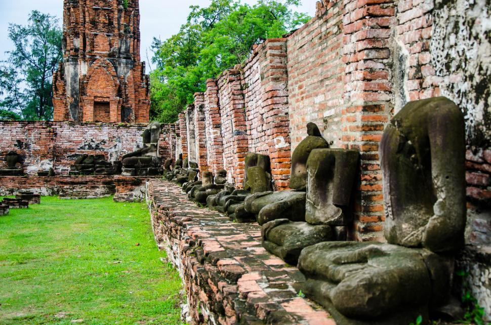 Download Free Stock HD Photo of Buddha Statues in Ruin Online