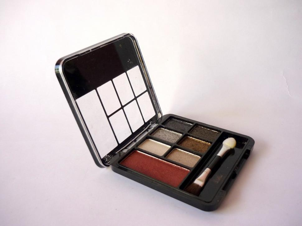 Download Free Stock HD Photo of MakeUp Kit Online