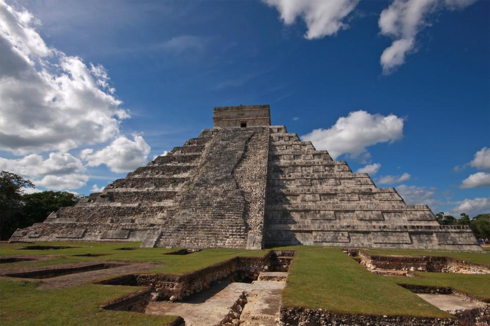 Free stock photo of The temple at the Myan city of Chichen-itza.