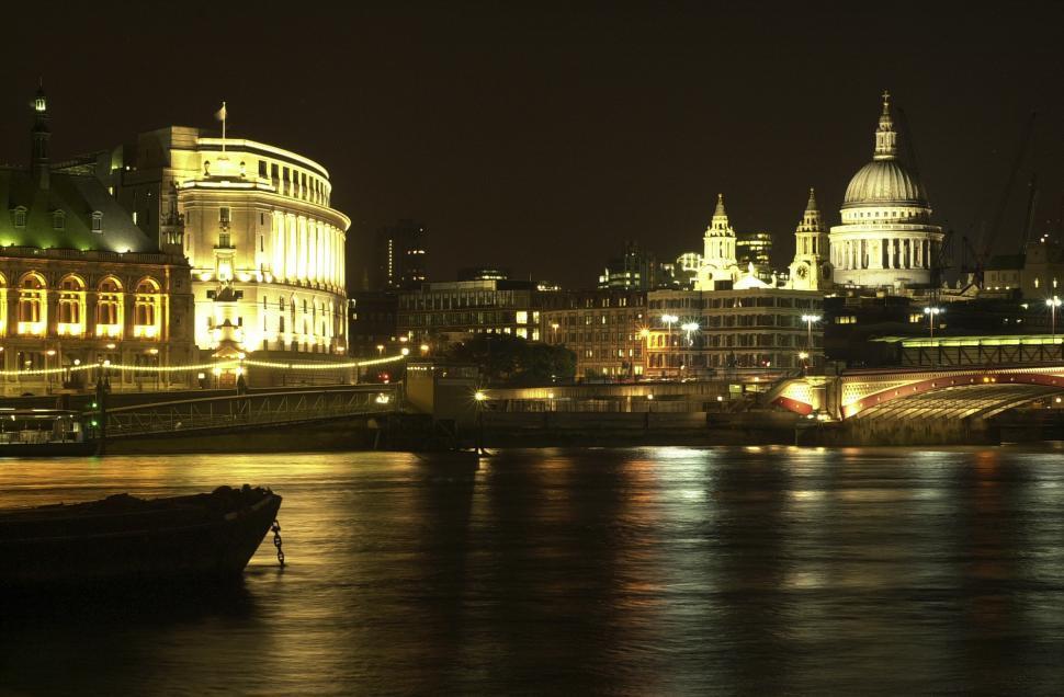 Download Free Stock HD Photo of London night scene Online