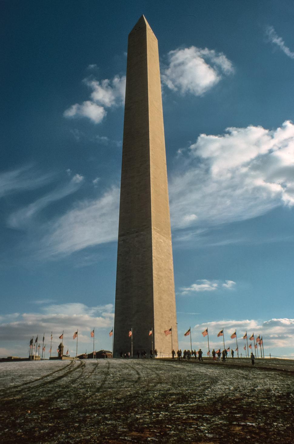 Free image of The Washington Monument on a sunny day.