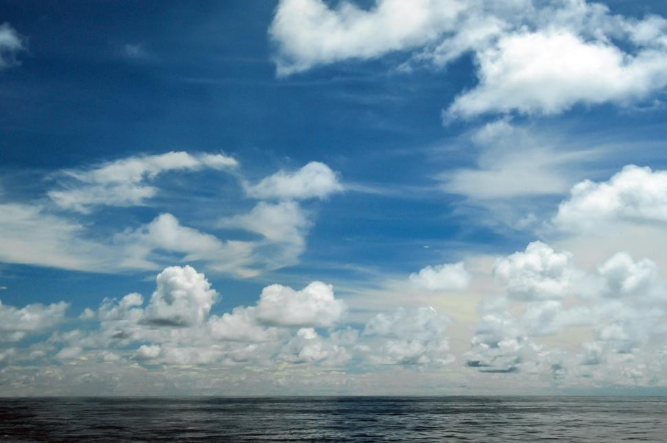 Free image of Cloudscape over sea