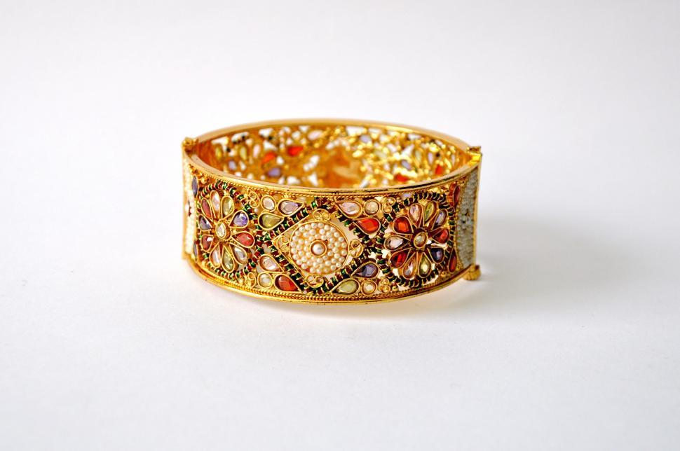 Title for cat Gold Bangle page Objects