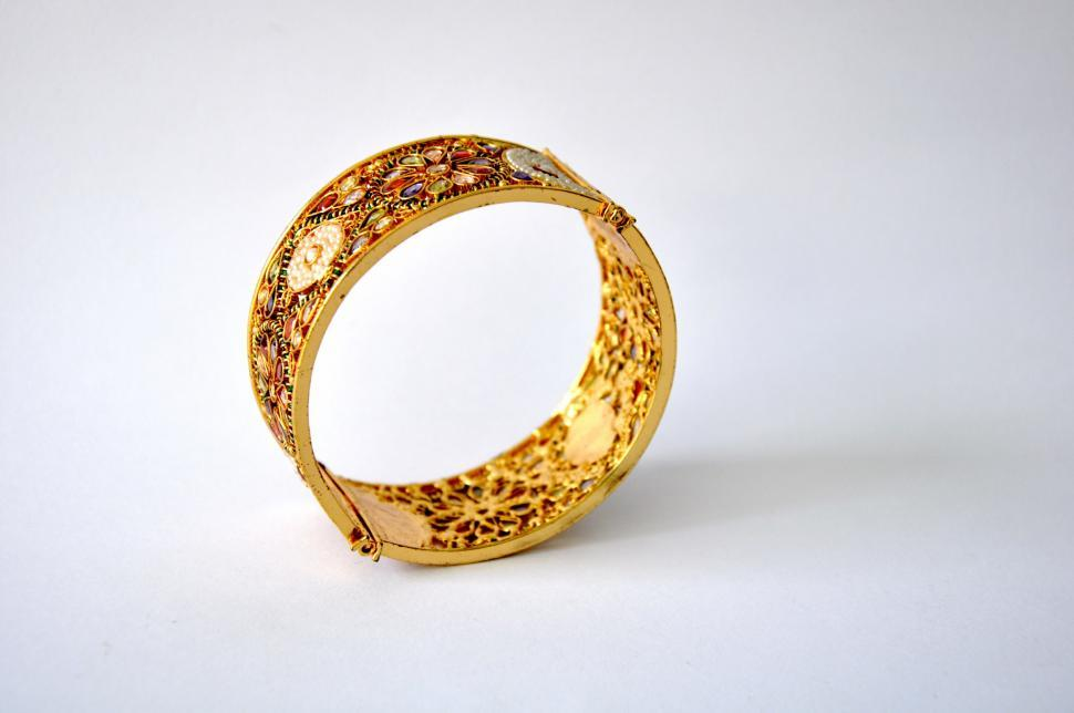 Free Stock Photo of Gold Bangle side view - Freerange Stock