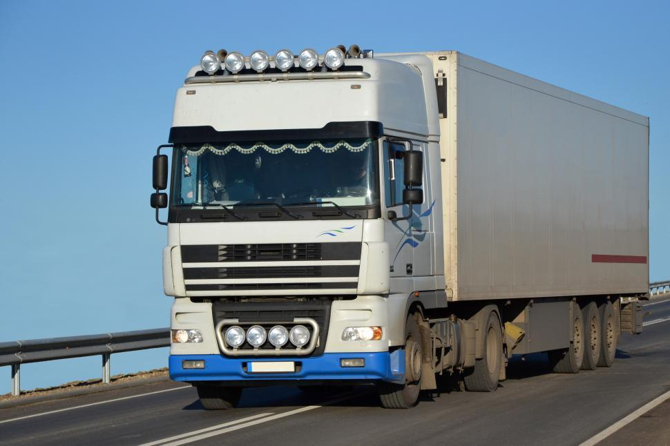 Get Free Stock Photos of DAF lorry with rigid semitrailer