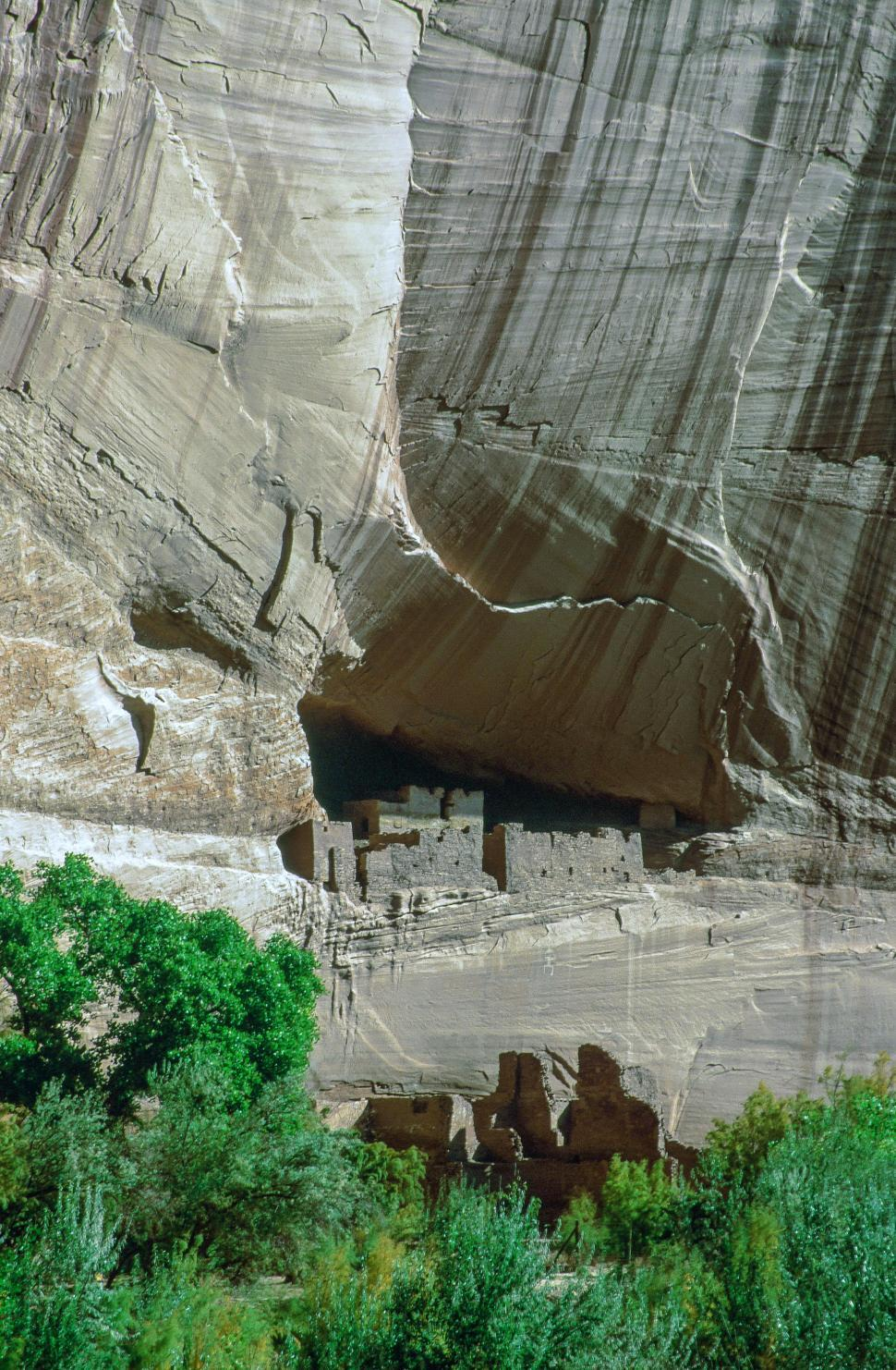Download Free Stock HD Photo of Canyon de Chelly National Monument Online