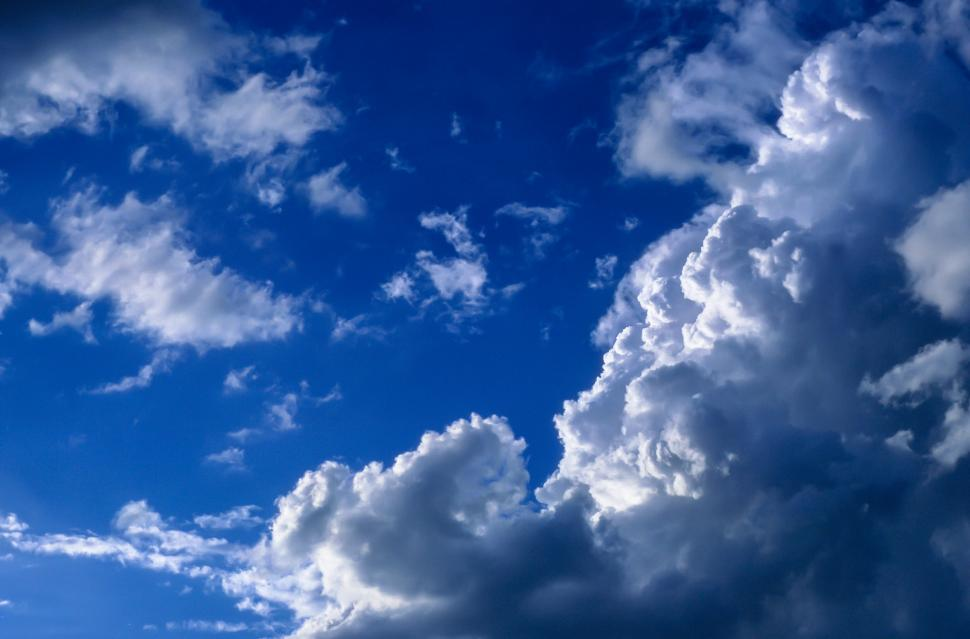Download Free Stock HD Photo of Sun on cloud edges Online