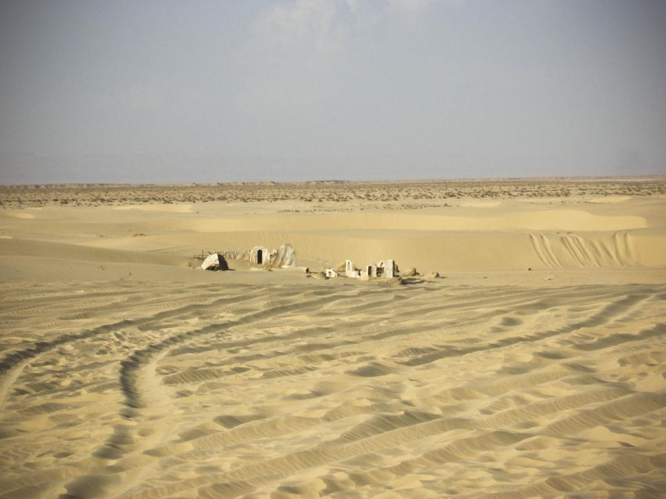 Download Free Stock HD Photo of Tunisian Desert Sahara with ruins Online