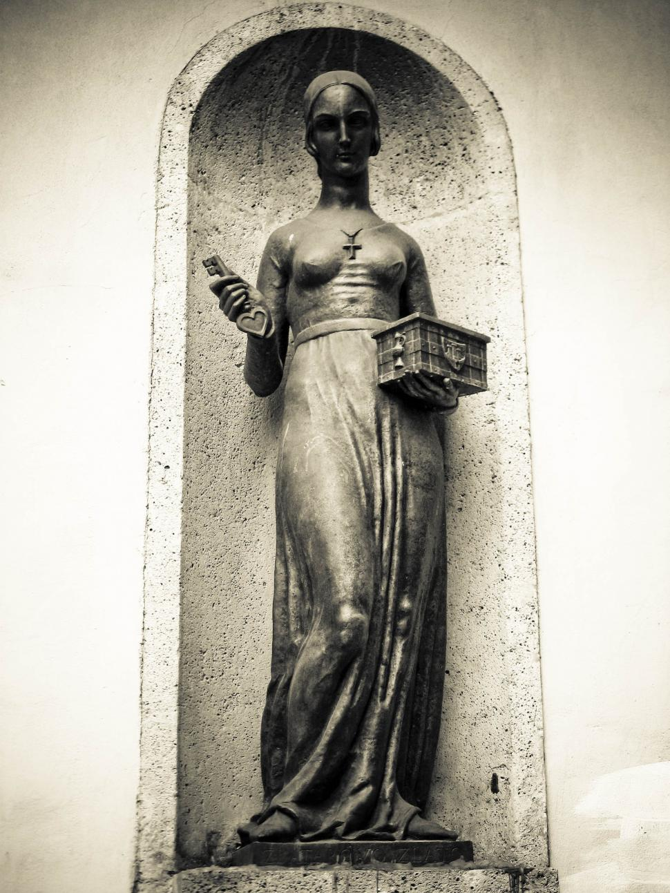 Download Free Stock HD Photo of statue of the woman Online