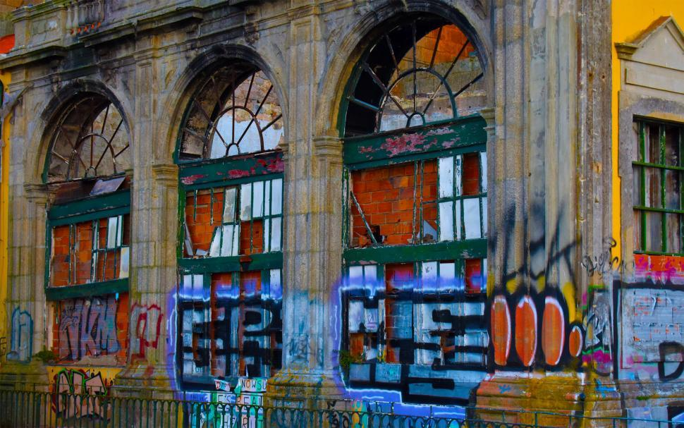 Download Free Stock HD Photo of Urban Aesthetic - Derelict Building with Graffiti - Porto - Port Online