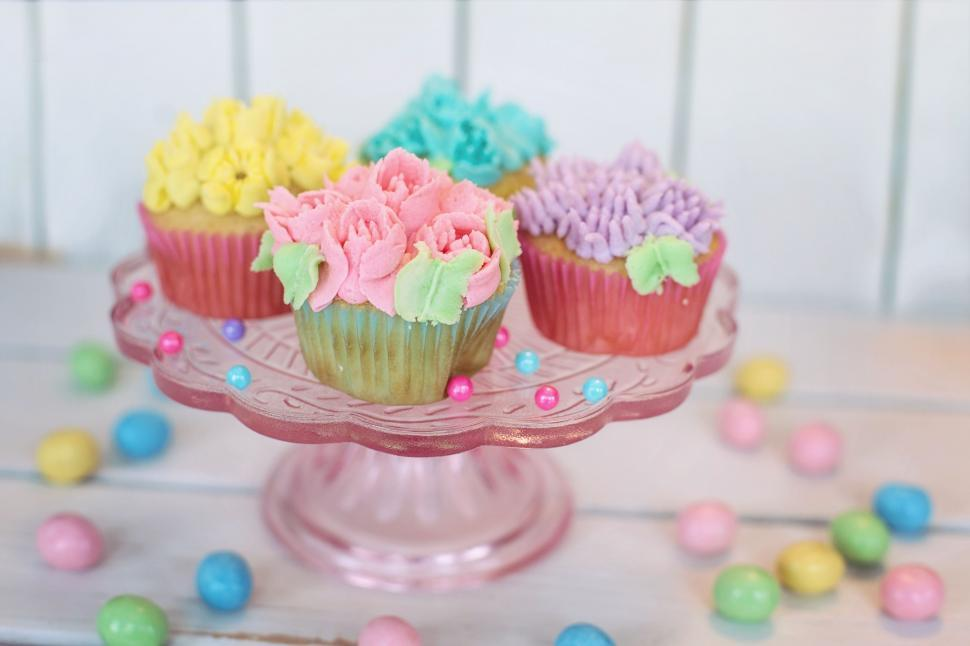 Download Free Stock Photo of Cupcakes on cake stand