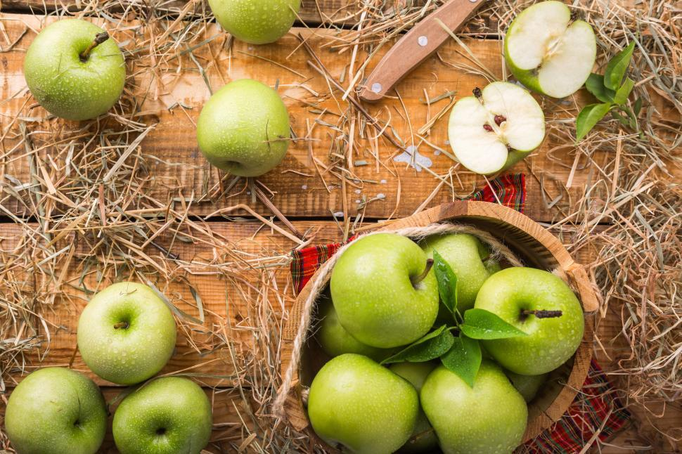 Download Free Stock HD Photo of Close-up of Fresh Green Apples Online