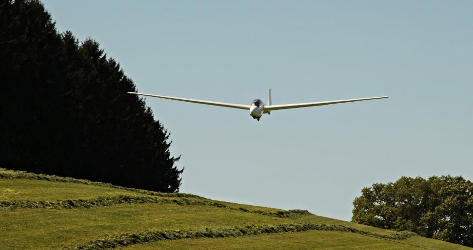 Download Free Stock Photo of Glider comes in low