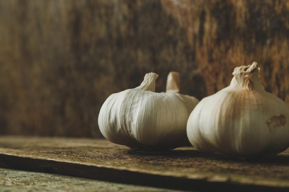 Download Free Stock Photo of Heads of Garlic on the table