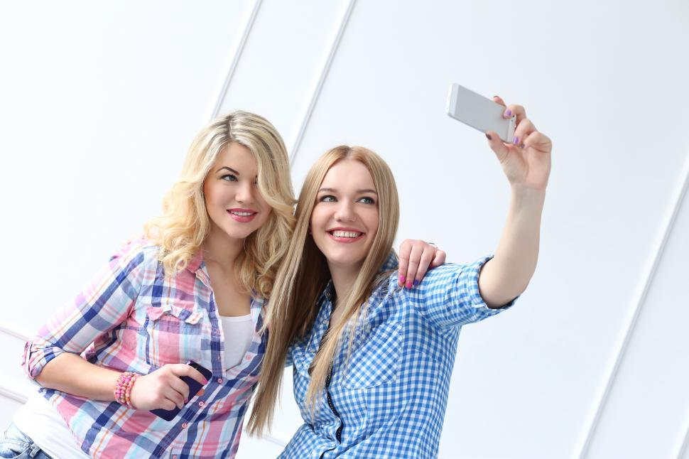 Download Free Stock Photo of Best friends with phone taking a selfie