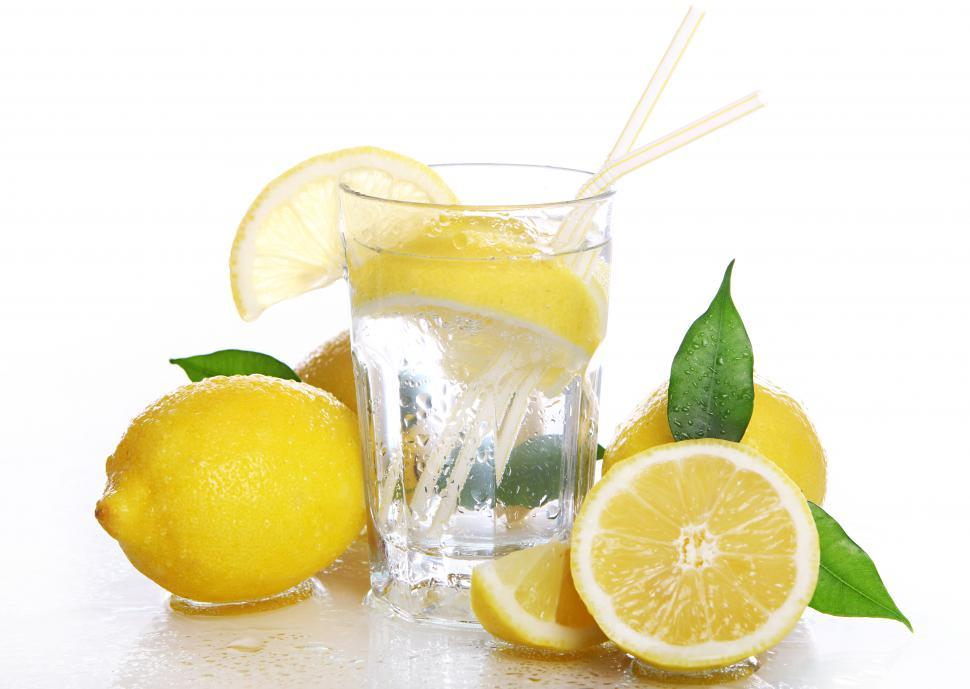 Download Free Stock Photo of Beverage with fresh lemons