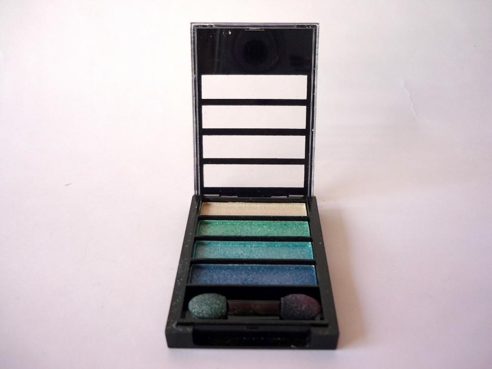 Download Free Stock Photo of MakeUp Kit