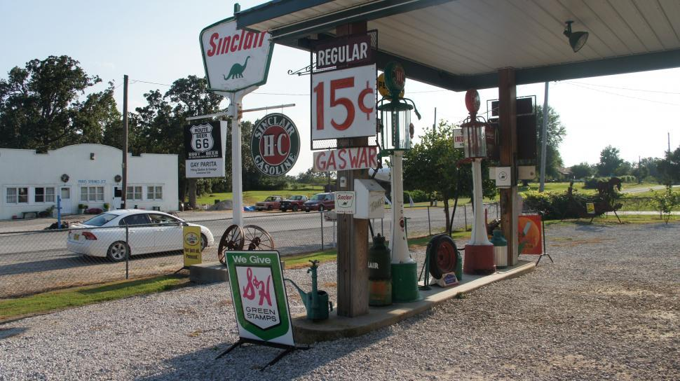 Download Free Stock Photo of Route 66 Sinclair Gas Station