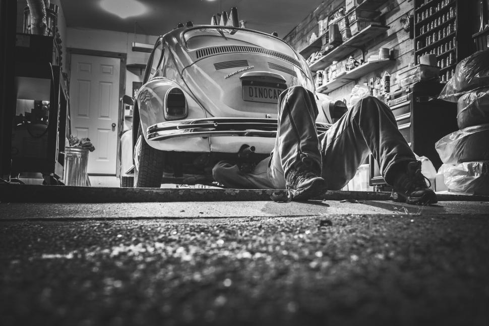 Download Free Stock HD Photo of Auto Mechanic Online