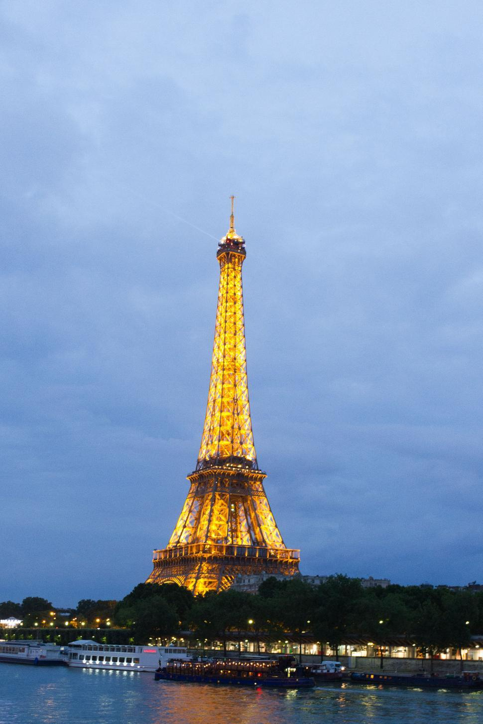 Download Free Stock HD Photo of Eiffel Tower at night Online