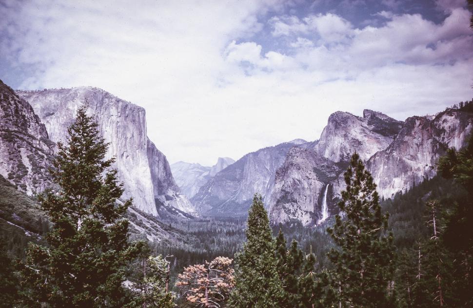 Download Free Stock Photo of Yosemite Valley